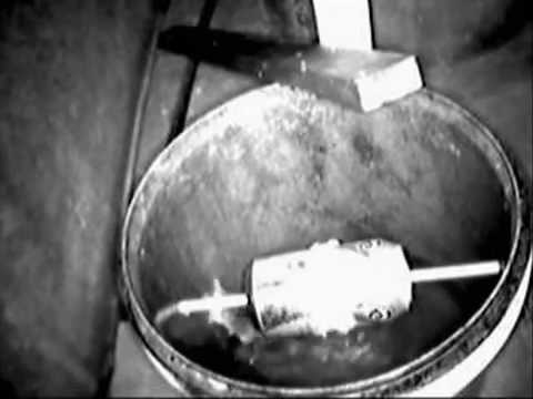 Bucket Mouse Trap - In Action