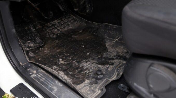 b101-vehicle-floormat-cleaner-before-1