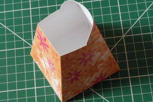 paper-watering-can-gift-basket-container