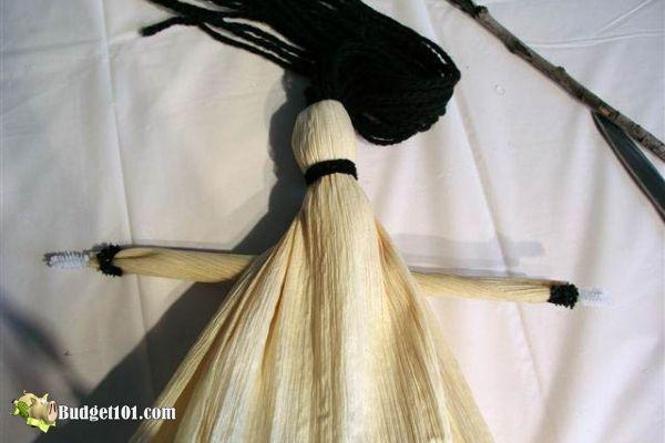 b101-corn-husk-kitchen-witch-step-7