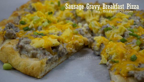 sausage-gravy-breakfast-pizza