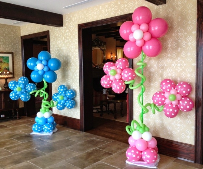 baby-shower-flower-balloon-columns