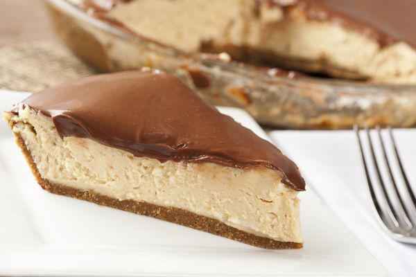 chocolate-ganache-glazed-peanut-butter-pie