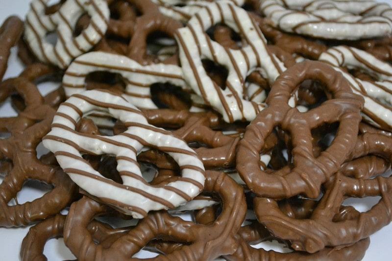 B101-chocolate pretzels gift idea