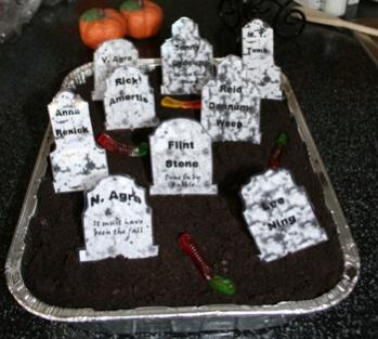 haunted-graveyard-dessert