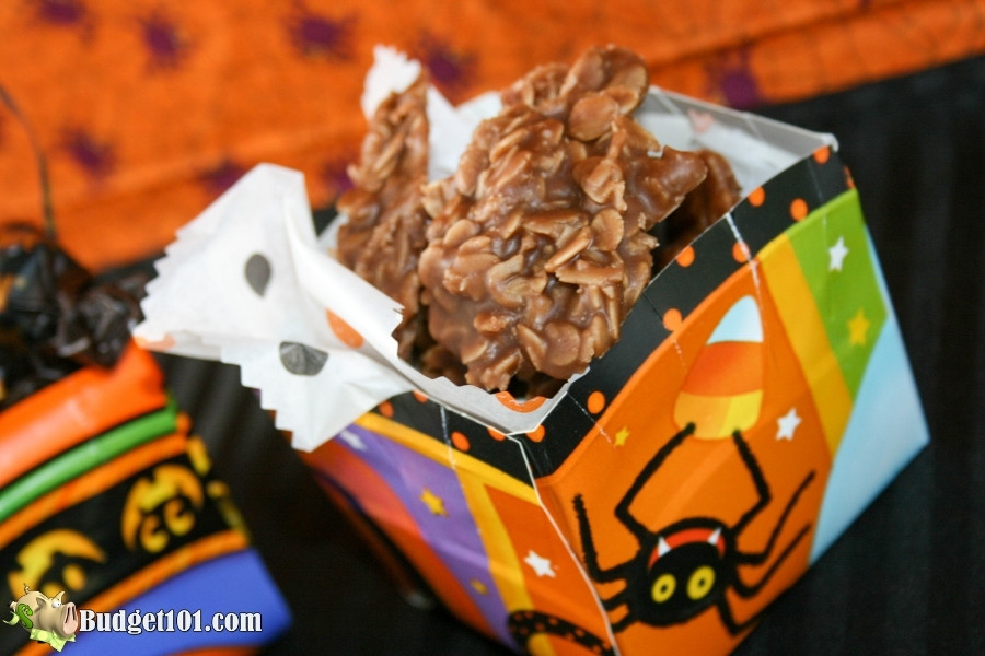 Halloween Paper plate treat box filled with cookies