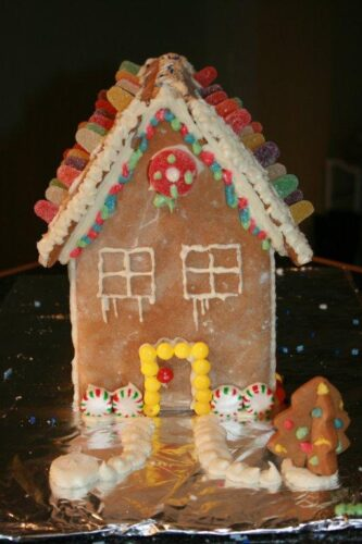 holiday gingerbread house
