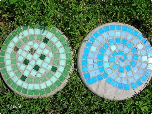 diy-mosaic-garden-stones