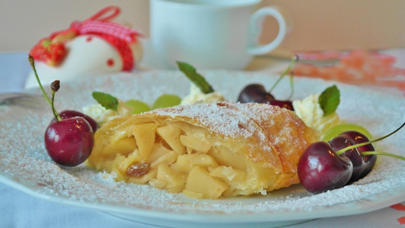authentic-austrian-apple-strudel