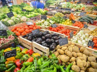 5ca0045f910da buying fresh fruits veggies on the cheap