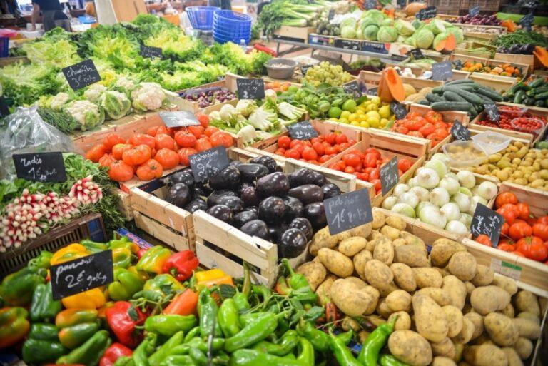 buying fresh fruits veggies on the cheap