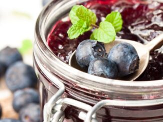 Make Your Own Raw Blueberry Jam