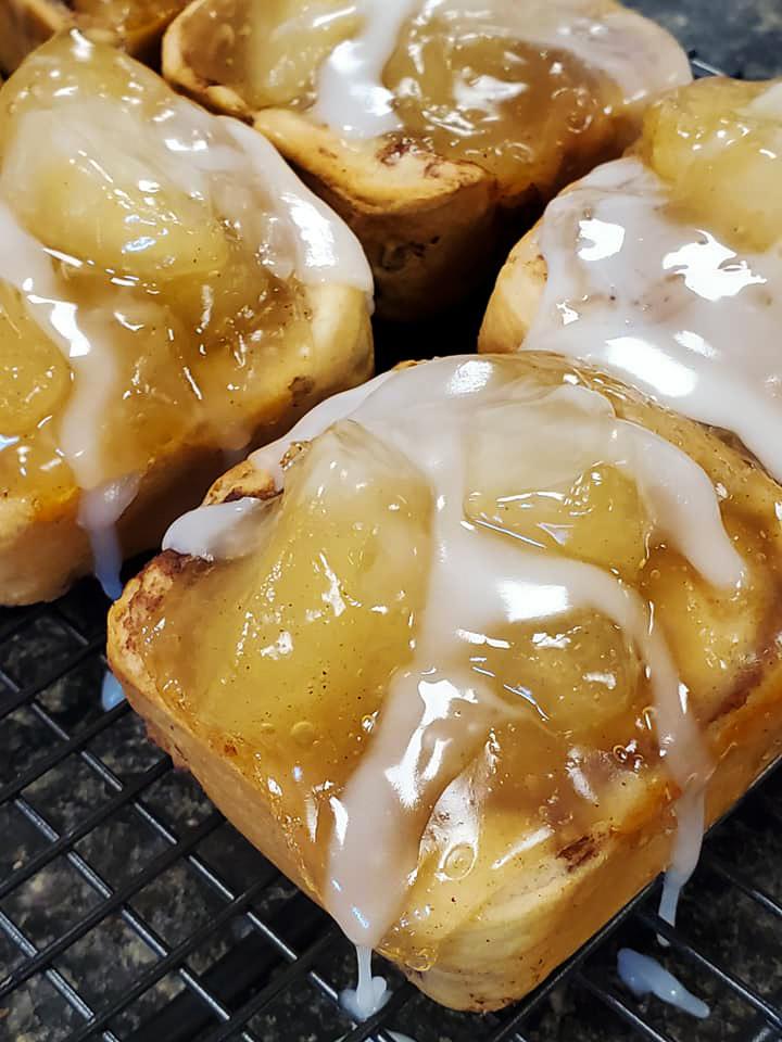 cinnamon-roll-apple-pies-(1-of-3)