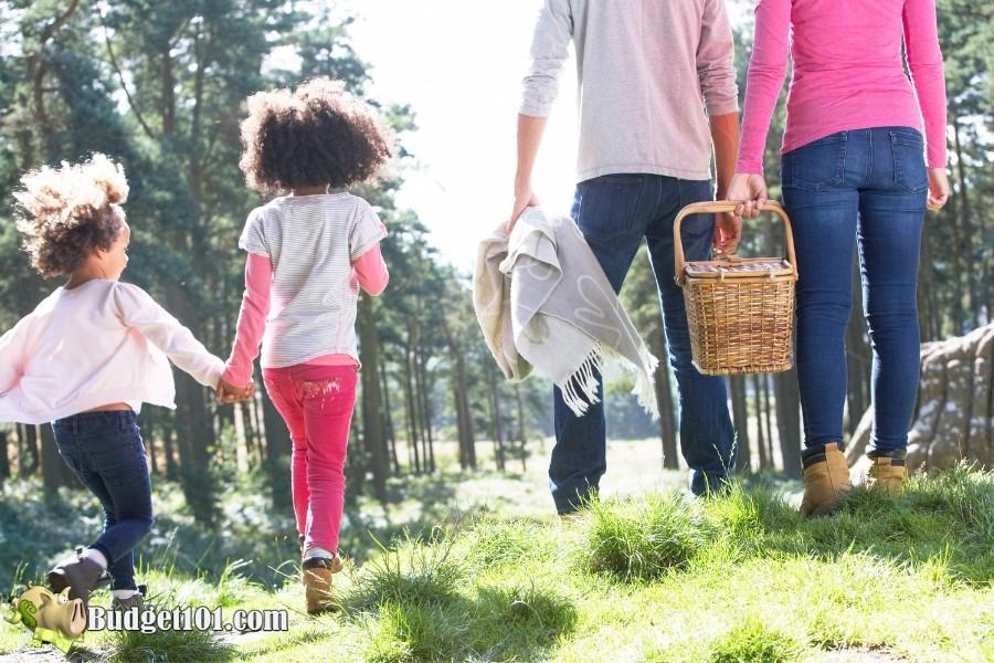 b101-summer-weekend-ideas-family-picnic