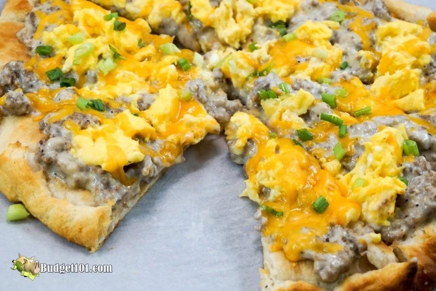 sausage gravy breakfast pizza 2