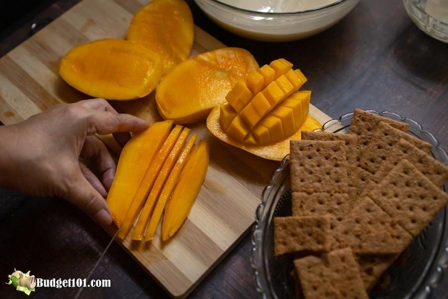 properly cutting mango fruit